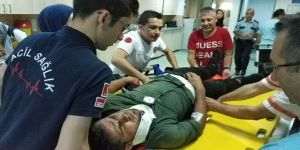 Kaza yapacak korkusuyla seyir halindeki kamyondan atladılar: 2 yaralı