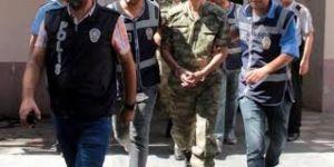 FETÖ'den 12 askeri personel gözaltına alındı