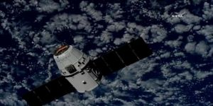 SpaceX'in kargo kapsülü UUİ'ye bağlandı