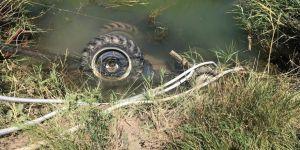 Sulama kuyusuna devrilen traktörün sürücüsü öldü