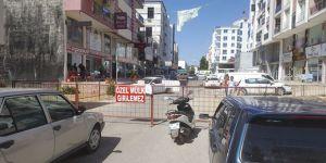 'Tapulu arazim' diyerek yolu trafiğe kapattı