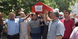 Şehit cenazesinde kahreden fotoğraf