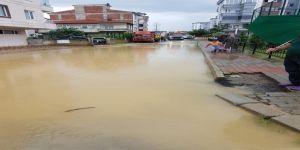 104 konut ve iş yerini su bastı, dereler doldu taştı