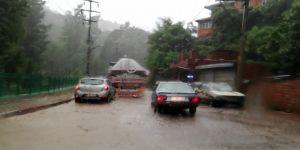 Aniden bastıran şiddetli yağmur hayatı olumsuz etkiledi