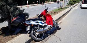 Motosiklet devrildi: 3 yaralı