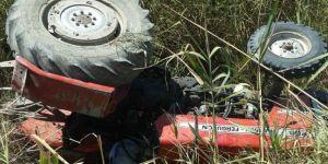 Traktör kanala devrildi: 1 ölü