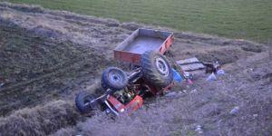 Traktör şarampole yuvarlandı: 3 ölü, 23 yaralı
