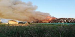 Geri dönüşüm fabrikasında büyük yangın