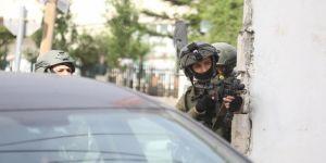 İsrail askerleri Filistinli kadın yazarı gözaltına aldı