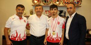 Karabacak, şampiyonu ağırladı
