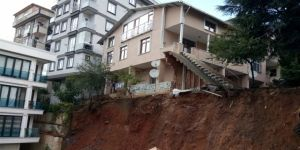 Toprak kayması: Binanın çökme riski var