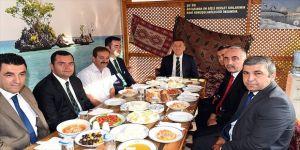 Bakan Selçuk, şoförlerle kahvaltı yaptı
