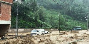 Şiddetli yağışın yol açtığı taşkında mahsur kaldılar