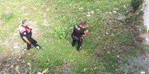 Oyuncak tabanca, polisi alarma geçirdi