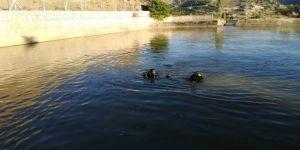 Serinlemek için gölete giren kişi boğuldu