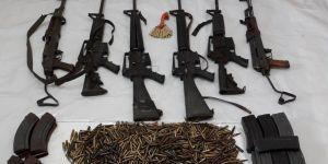 Teröristlerin silah ve mühimmatları ele geçirildi