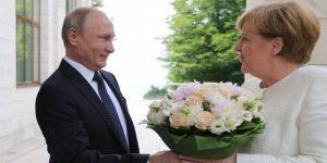 Merkel ve Putin, Berlin'de görüşecek