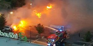 80 araba yakıldı
