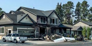 Pilot uçakla evine çarparak intihar etti