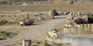 Taliban askeri kampa saldırdı