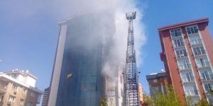 9 katlı iş merkezinde yangın