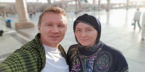 Bosnalı genç çift balayı yerine haccı seçti