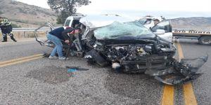 Tatile giden aile kaza geçirdi: 2 ölü, 4 yaralı
