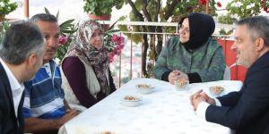 Bakan Selçuk, şehit aileleri ile bayramlaştı