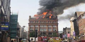 İrlanda'nın simgesi bina yandı