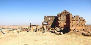 Bin 700 yıllık kaya mezarlığı bulundu