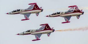 Türk Yıldızları'ndan nefes kesen prova uçuşu