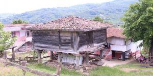 Köylerdeki eski evler tarihi yansıtıyor