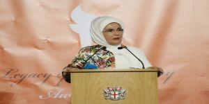 """Emine Erdoğan'a Londra'da """"İnsani Hizmet Takdir Ödülü"""" verildi"""