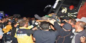 Mültecileri taşıyan otobüs devrildi: 41 yaralı