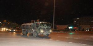 İdlib sınırına mühimmat ile askeri araç sevkiyatı