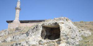 Mağaralardan binalara uzanan yerleşim yeri: Tabae