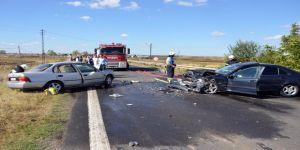 İki otomobil çarpıştı : 1 ölü,1 yaralı