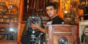 Tarihe tanıklık eden fotoğraf makinelerini müzesinde sergiliyor
