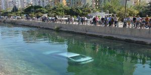 Kadın sürücü sulama kanalına düştü vatandaşlar kurtardı