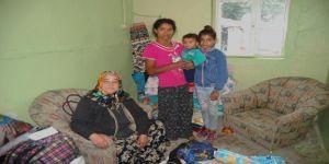 Evsiz kalarak çadırda yaşayan 7 kişilik aileye kaymakam sahip çıktı