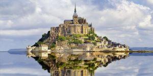 Turisti metcezir gibi kendine çeken ada Mont Saint- Michel