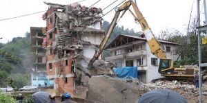 7 katlı binanın yıkımı devam ediyor