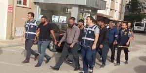 Polislerle çatışmaya giren 22 kişiden 3'ü tutuklandı