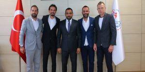 Eski futbolcular Hamza Yerlikaya'yı ziyaret etti