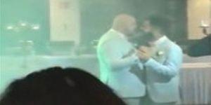 Türkiye bunu da gördü ! İki erkek düğün salonunda evlendi