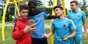Trabzon'da mutlu bir Senegal'li