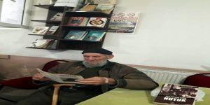Bu kıraathanede kitap okuyana çay bedava