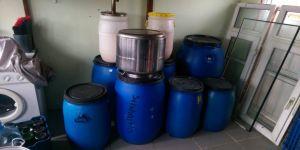 Evin mutfağını sahte içki imalathanesine çevirdi