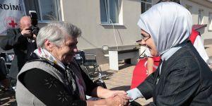 Emine Erdoğan'dan Moldova'da huzurevi ziyareti