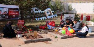 Şehit bebeğin ilk doğum günü mezarında kutlandı